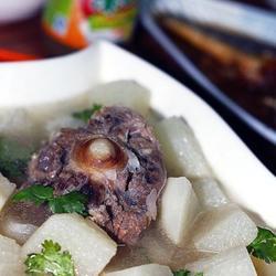 清炖牛尾萝卜汤的做法[图]