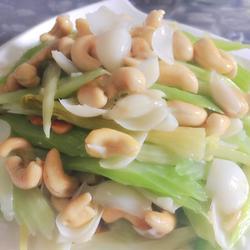 西芹百合炒腰果的做法[图]