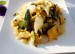 洋葱黄瓜炒鸡蛋