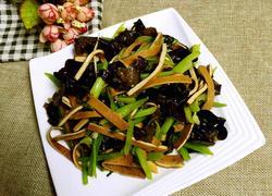 香干木耳炒芹菜