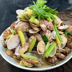 蛤蜊炒芹菜的做法[图]