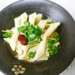 超级鲜美的鸡汤豆腐串 最后连烧烤和鸡汤都有了的做法[图]