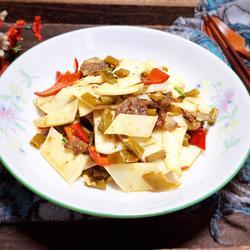酸豆角茭白炒腊肠