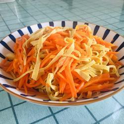 胡萝卜丝炒豆腐皮的做法[图]