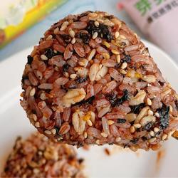 海苔红米饭团的做法[图]